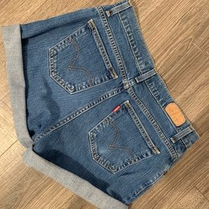 Levi's relaxed fit shorts!